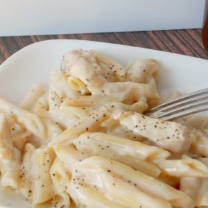 chicken Alfredo ion a plate